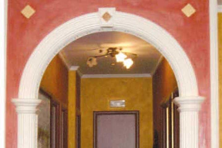 Decorazioni per archi interni archi di nel corridoio with - Archi in gesso per interni ...